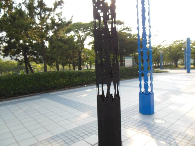 APECナル公園の出入口周辺にある造形物(2016年6月撮影)